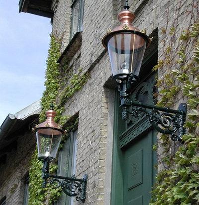Hus & facade by Klassiske Lamper