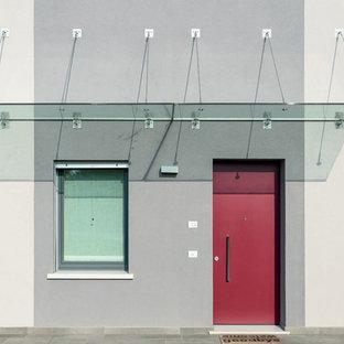 Idee per un ingresso o corridoio contemporaneo con pareti grigie, una porta singola e una porta rossa