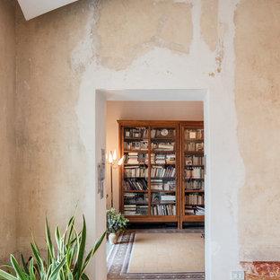 他の地域の大きいエクレクティックスタイルのおしゃれな廊下 (マルチカラーの壁、大理石の床、マルチカラーの床) の写真
