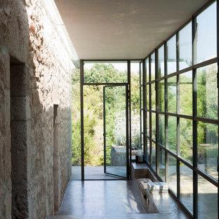 ミラノの地中海スタイルのおしゃれな廊下の写真