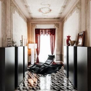 Ispirazione per un ingresso o corridoio boho chic con pareti multicolore e pavimento con piastrelle in ceramica