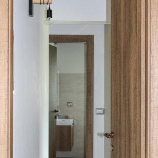 Idéer för en liten modern hall, med vita väggar, tegelgolv och flerfärgat golv