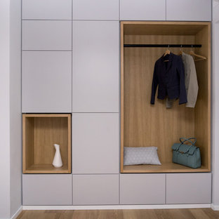 Inspiration for a mid-sized scandinavian entryway remodel in Rome