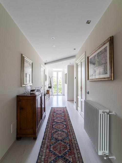 Foto e idee per ingressi e corridoi ingresso o corridoio classico - Mobili per corridoi ...