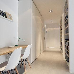 Пример оригинального дизайна интерьера: коридор среднего размера в скандинавском стиле с белыми стенами, полом из керамической плитки и серым полом