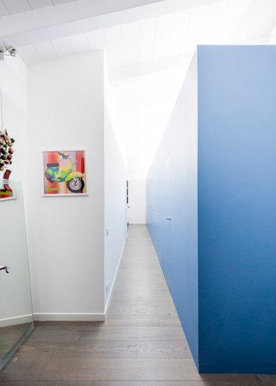 Contemporaneo Corridoio by 23bassi   Studio di architettura