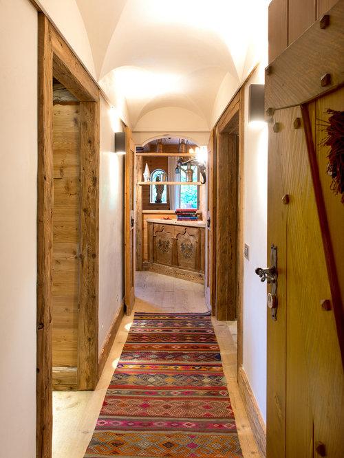 Foto e idee per ingressi e corridoi ingresso o corridoio for Interni di baite