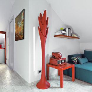 Esempio di un piccolo ingresso o corridoio moderno con pareti bianche e pavimento in gres porcellanato