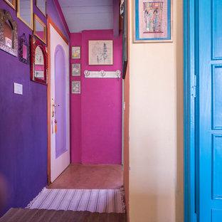 ミラノのエクレクティックスタイルのおしゃれな廊下の写真