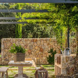 Imagen de jardín mediterráneo en patio trasero