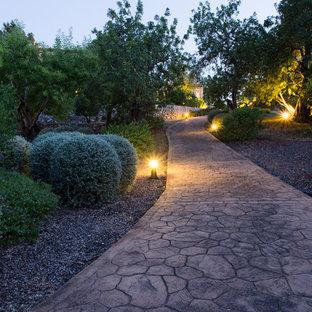 Imagen de camino de jardín de estilo de casa de campo con adoquines de piedra natural