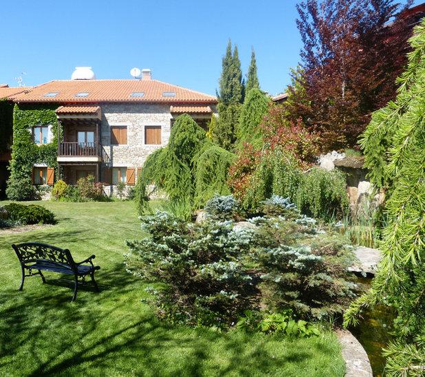 Rústico Jardín by Covadonga Gala