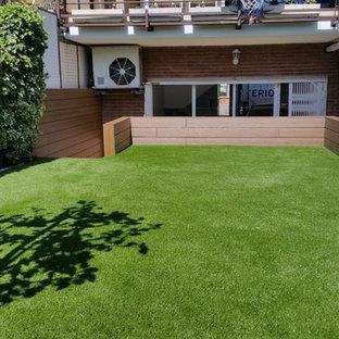 Diseño de jardín moderno, de tamaño medio, con mantillo