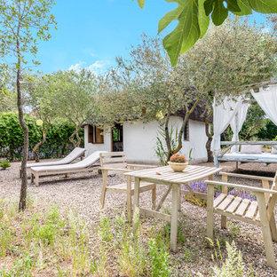 Ejemplo de jardín mediterráneo con gravilla