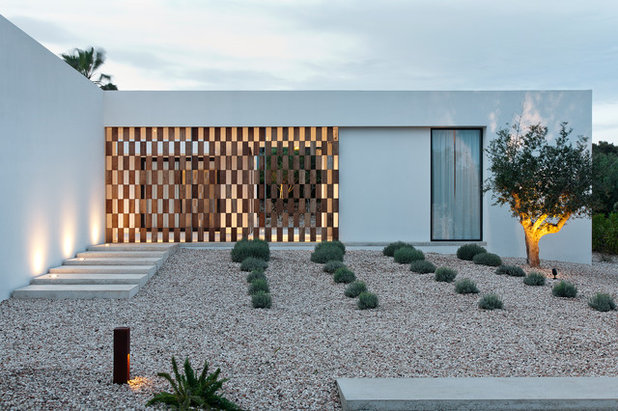 Modern Landscape by LUV Architecture & Design