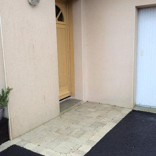 Idee per un grande vialetto d'ingresso contemporaneo esposto a mezz'ombra in cortile in inverno con un muro di contenimento e pavimentazioni in cemento