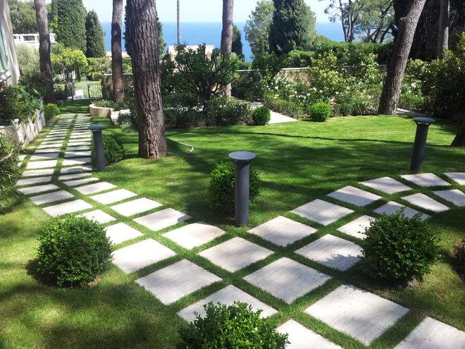 Eclectic Landscape by Atelier Nelumbo Garden Design
