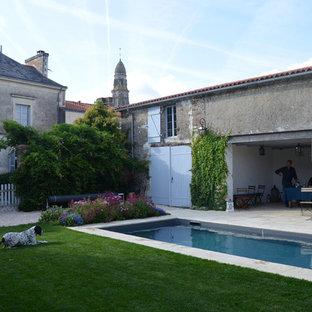 Idée de décoration pour un jardin arrière champêtre de taille moyenne et l'été avec une exposition ensoleillée et des pavés en pierre naturelle.