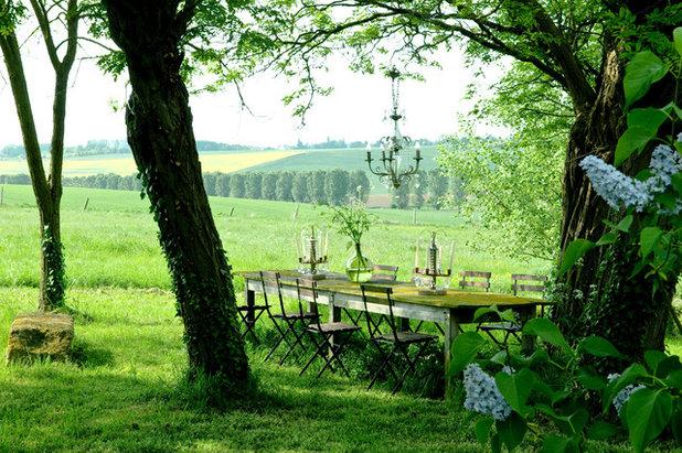 Shabby-chic Style Garden by Catherine Sandin