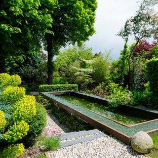 Réalisation d'un jardin à la française méditerranéen avec un bassin et du gravier.