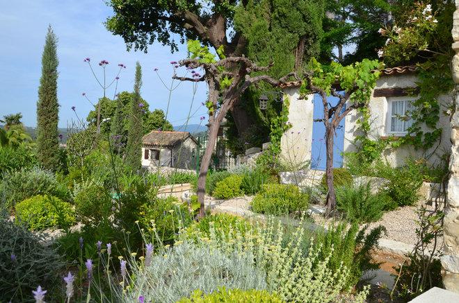 Mediterranean Landscape by EURL LAURELIE DE LA SALLE PAYSAGES
