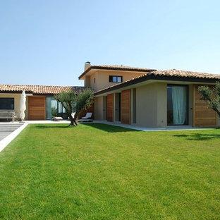 Exemple d'un grand jardin arrière méditerranéen avec une exposition ensoleillée.
