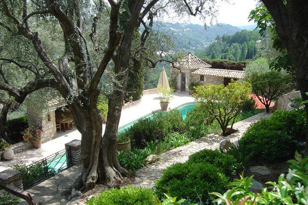 12 l ments qui font le charme des jardins de provence. Black Bedroom Furniture Sets. Home Design Ideas