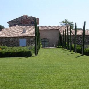 Inspiration pour un très grand jardin à la française arrière méditerranéen l'été avec une entrée ou une allée de jardin et une exposition ensoleillée.