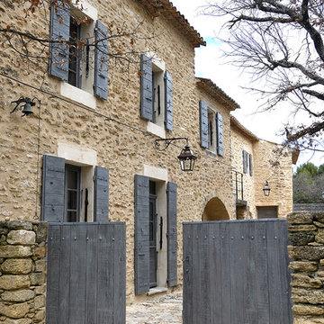 Se promener quelque part dans un village de Provence et tomber sous le charme...