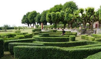 Taille d'un labyrinthe de buis à Mâcon