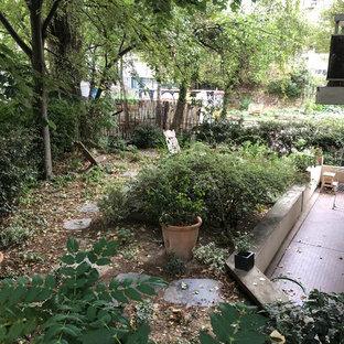 Esempio di un piccolo giardino american style esposto a mezz'ombra sul tetto in estate con un giardino in vaso e pavimentazioni in pietra naturale