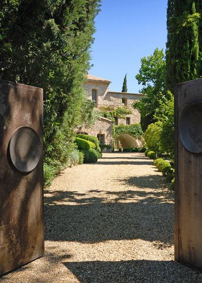 Méditerranéen Jardin by Les Jardins de Glanum