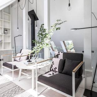 На фото: домашняя библиотека в современном стиле с белыми стенами, встроенным рабочим столом и белым полом