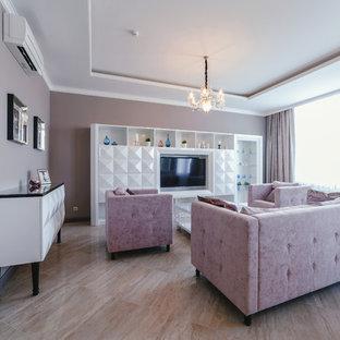 Idee per un ampio studio con libreria, pareti rosa, pavimento in laminato, camino ad angolo, cornice del camino piastrellata, scrivania autoportante e pavimento beige