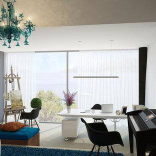 Immagine di un ufficio contemporaneo di medie dimensioni con pareti bianche, pavimento in marmo, scrivania autoportante e pavimento beige