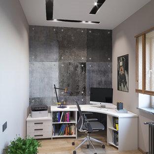 他の地域の中サイズのコンテンポラリースタイルのおしゃれな書斎 (グレーの壁、セラミックタイルの床、自立型机、黄色い床) の写真