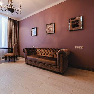 Ispirazione per uno studio tradizionale di medie dimensioni con libreria, pareti rosse, parquet chiaro, camino ad angolo, scrivania autoportante e pavimento bianco