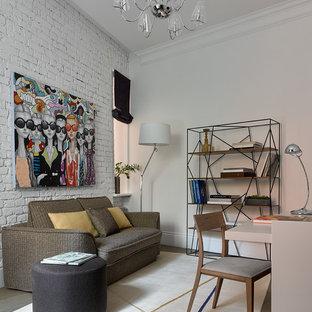 На фото: рабочее место в современном стиле с белыми стенами с