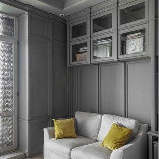 Foto di un ufficio chic di medie dimensioni con pareti grigie, parquet chiaro, camino classico, cornice del camino in legno, scrivania incassata e pavimento beige