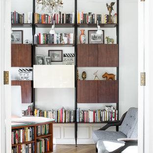 На фото: кабинет в стиле современная классика с белыми стенами, паркетным полом среднего тона и коричневым полом с