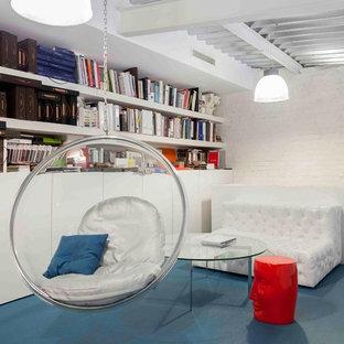 Aménagement d'un bureau industriel de taille moyenne et de type studio avec un sol en vinyl et un sol bleu.