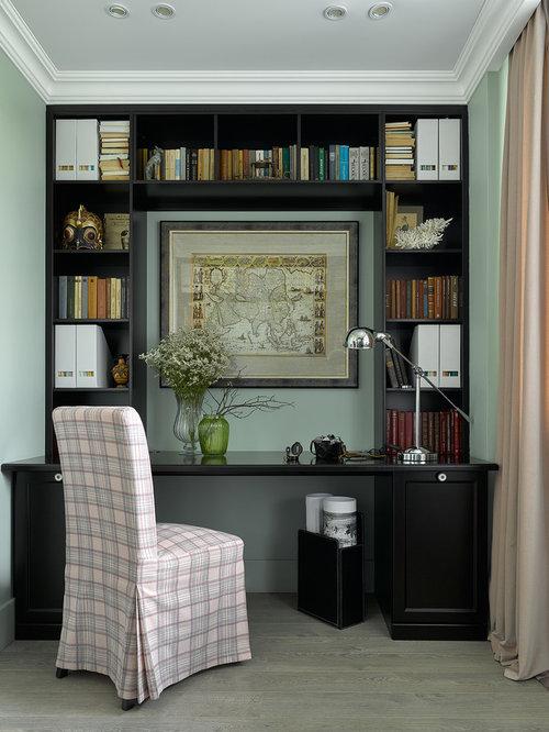 Arbeitszimmer mit hellem holzboden und gr ner wandfarbe for Arbeitszimmer wandfarbe