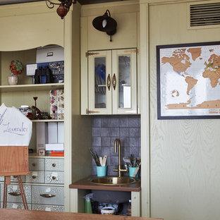 Свежая идея для дизайна: домашняя мастерская в стиле шебби-шик - отличное фото интерьера