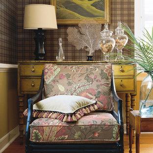 Пример оригинального дизайна: кабинет в стиле современная классика с коричневыми стенами, паркетным полом среднего тона и коричневым полом