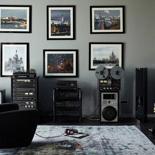Пример оригинального дизайна: домашняя мастерская в современном стиле с серыми стенами, темным паркетным полом и черным полом