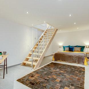 На фото: с высоким бюджетом большие подвалы в скандинавском стиле с белыми стенами и серым полом без камина