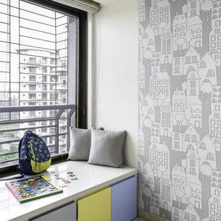 Esempio di una cameretta per bambini da 4 a 10 anni design di medie dimensioni con pareti beige e pavimento beige