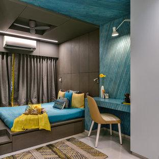 Immagine di una cameretta neutra etnica con pareti blu e pavimento bianco