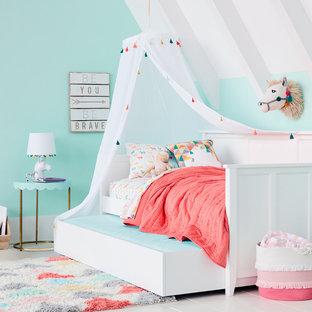 На фото: детская среднего размера в стиле модернизм с спальным местом, синими стенами, деревянным полом и белым полом для ребенка от 4 до 10 лет, девочки с