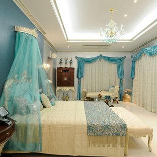 Foto de dormitorio infantil clásico con paredes azules y suelo blanco